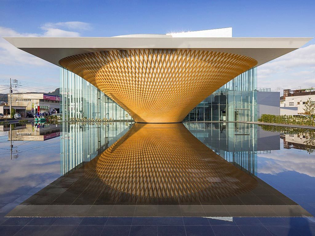New visions of Japan: traveling from museum to museum