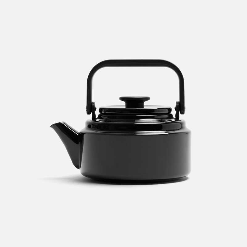 enameled-kettle-black
